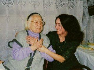 Мир прощается с Марией Исаковой