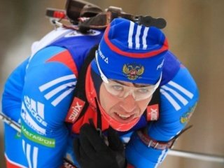 Андрей Маковеев выиграл серебро в спринте на втором этапе Кубка мира по биатлону